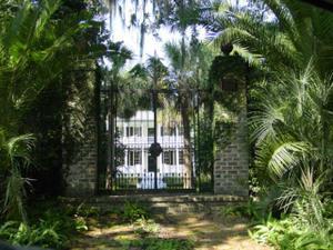 Blog_house_behind_fence